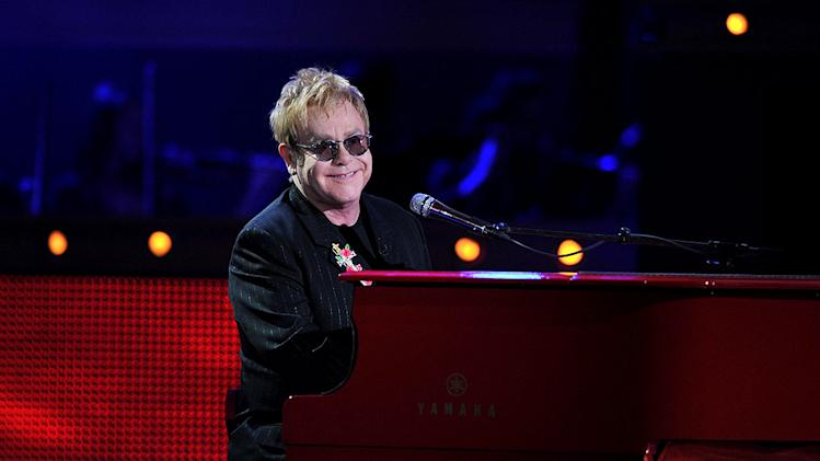 John Elton Idol Gives Back