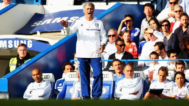 Premier League - FA fines Mourinho for sarcastic appraisal of officials