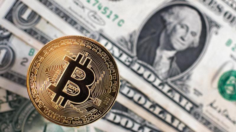 Volano i bitcoin. La criptomoneta elettronica vale 12mila dollari