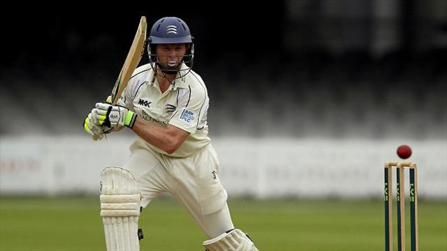 County - Rogers hits double hundred as Middlesex hold Surrey
