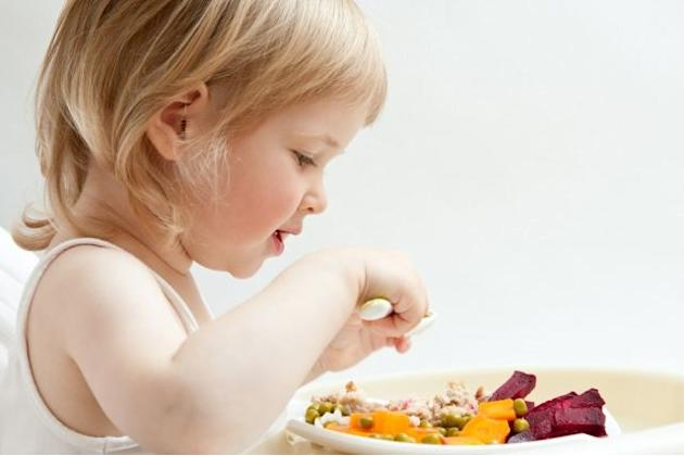 Teach children how to read food labels and more advice from a nutritionist on raising healthy eaters