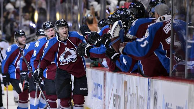 MacKinnon helps Avs to 4-2 win over Wild