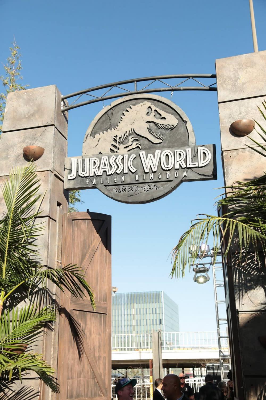 <p>只要跨過了侏羅紀世界的這扇大門,你就即將走入暴龍肆虐怒吼、翼龍翱翔於天際的遠古樂園。 </p>