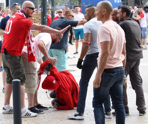Disturbios en los alrededores del estadio Velódromo de Marsella, en el sur de Francia, antes de un partido entre Ucrania y Polonia, el 21 de junio de 2016