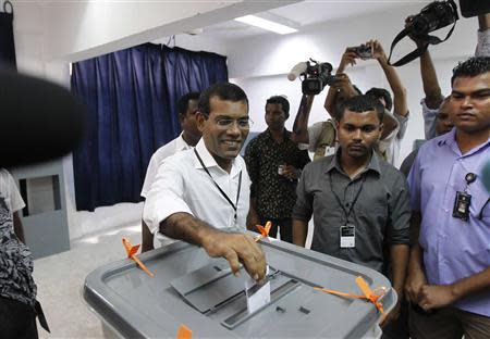 Maldivian presidential candidate Mohamed Nasheed, who was ousted as president in 2012, smiles as he casts his vote during the presidential elections in Male September 7, 2013. REUTERS/Dinuka Liyanawatte