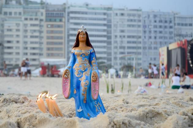 Homenagem à Iemanjá reúne 3 mil no Rio