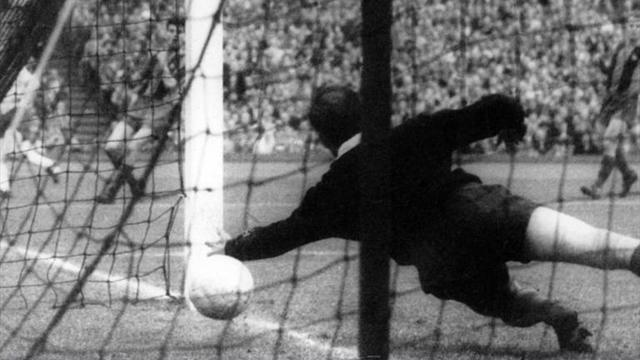 Liga - Former Barcelona and Spain keeper Ramallets passes away
