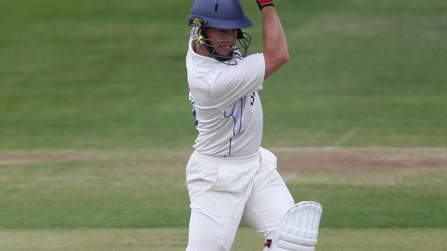 County - Ambrose ton lifts Warks towards title