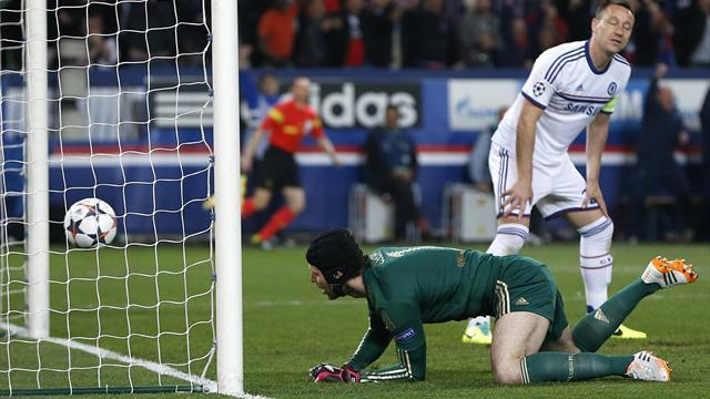Champions League - Late Pastore strike leaves Chelsea mountain to climb