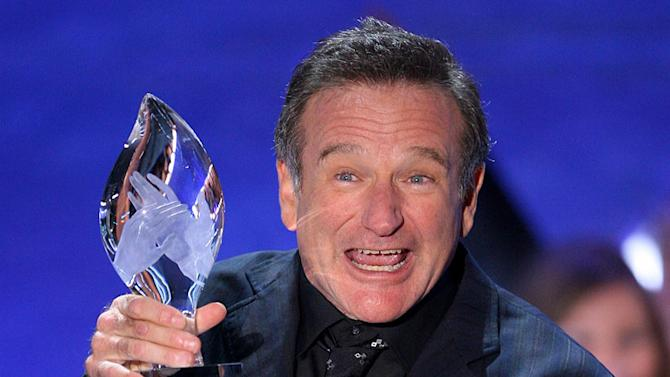 Robin Williams accepts Favorite Funny Male Star award at The 33rd Annual People's Choice Awards.