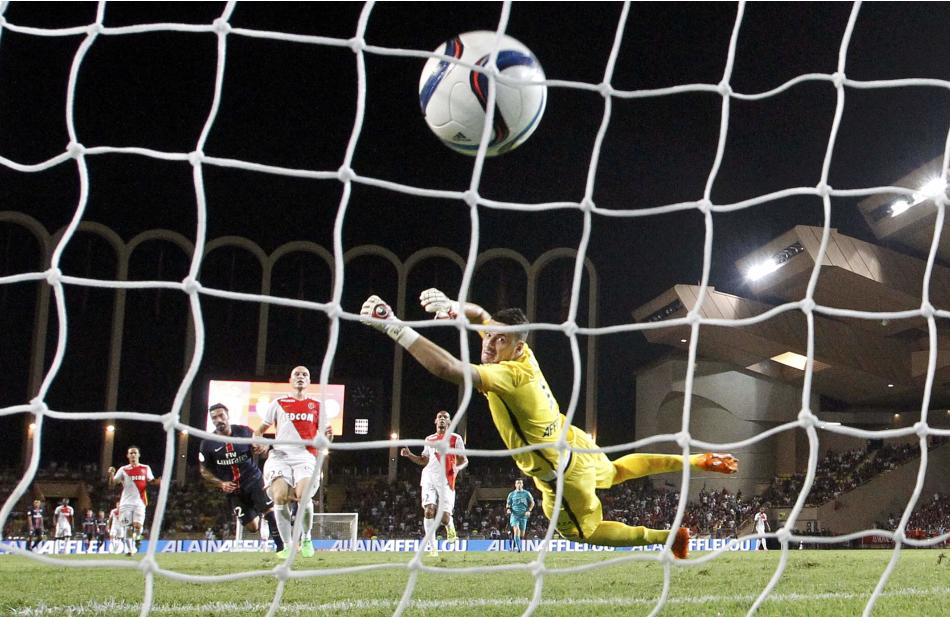 Paris St Germain's Lavezzi shoots and scores the third goal for the team during their Ligue 1 soccer match against Monaco at Louis II stadium in Monaco