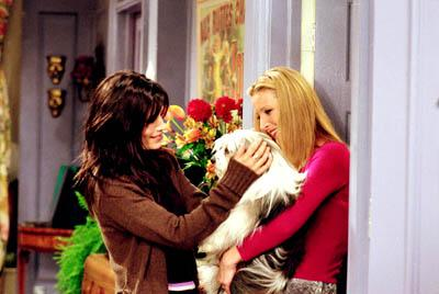 """Courteney Cox and Lisa Kudrow in """"The One Where Chandler Doesn't Like Dogs"""" in NBC's Friends"""