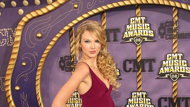 Swift Taylor CMT Awards
