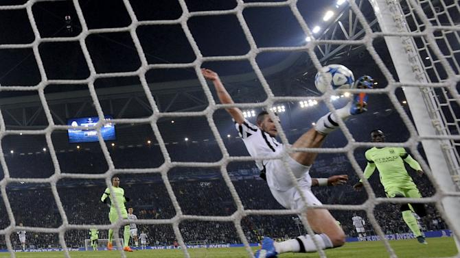 Football Soccer- Juventus v Manchester City - UEFA Champions League Group Stage - Group D - Juventus stadium, Turin, Italy - 25/11/15 Juventus' Stefano Sturaro misses a chance