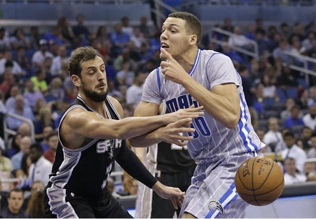 San Antonio Spurs' Marco Belinelli, left, knocks the ball out of the hands of Orlando Magic's Aaron Gordon, forcing a turnover, during the first half of an NBA basketball game, Wednesday, Apri