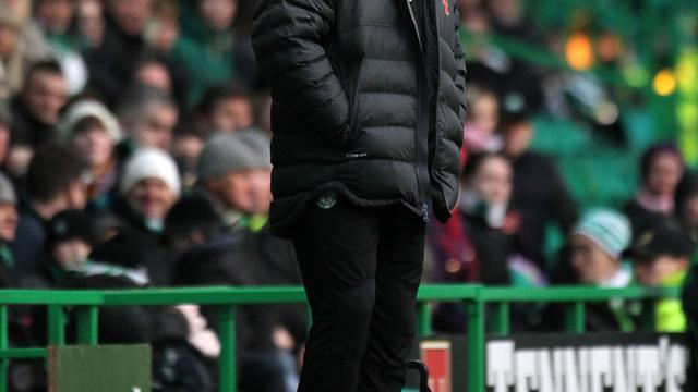 Football - Lennon urges fans to behave