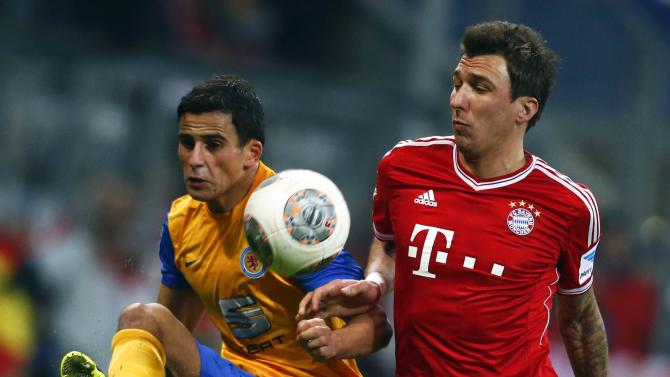 Braunschweig's Elabdellaoui challenges Munich's Mandzukic during their German first division Bundesliga soccer match in Munich