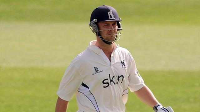 Cricket - Steady progress for Warwickshire