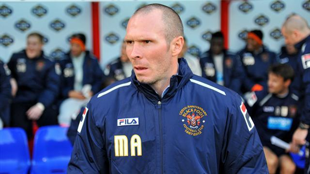 Football - Rovers 'in discussion' over Appleton
