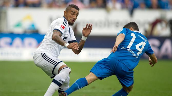 Schalkes Kevin-Prince Boateng, left, and Hoffenheim's Tarik Elyounoussi challenge for the ball during the German first division Bundesliga soccer match between TSG 1899 Hoffenheim and Schalke 04 in Sinsheim, Germany, Saturday, Sept. 28, 2013