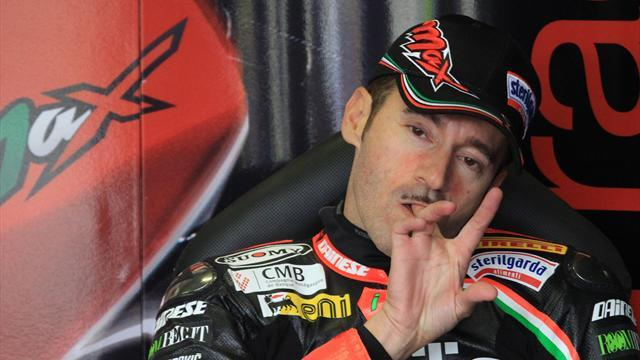 Biaggi crashes to keep Sykes's title hopes alive