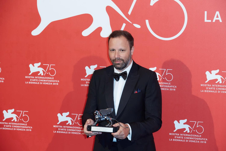 <p>曾以《單身動物園》、《聖鹿之死》先後在坎城影展抱回評審團大獎和最佳劇本的尤格藍西莫,這次則以新片《真寵》奪下威尼斯影展評審團大獎,進一步鞏固他的影壇地位。 </p>