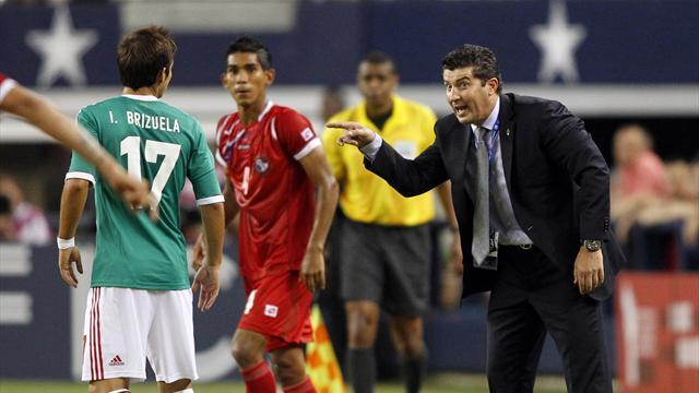 Concacaf Football - Under-fire Mexico coach De la Torre keeps job