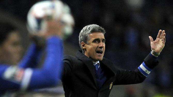FC Porto's coach Luis Castro reacts towards his players  in a Portuguese League soccer match against Belenenses,  at the Dragao stadium in Porto, Portugal, Sunday, March 23, 2014. Porto won 1-0