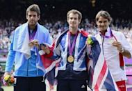 Great Britain's Andy Murray (C), Switzerland's Roger Federer (R) and Argentina's Juan Martin del Potro pose after receiving their gold, silver and bronze medals respectively, at the end of the men's singles tennis tournament of the London 2012 Olympic Games, at the All England Tennis Club in Wimbledon, southwest London
