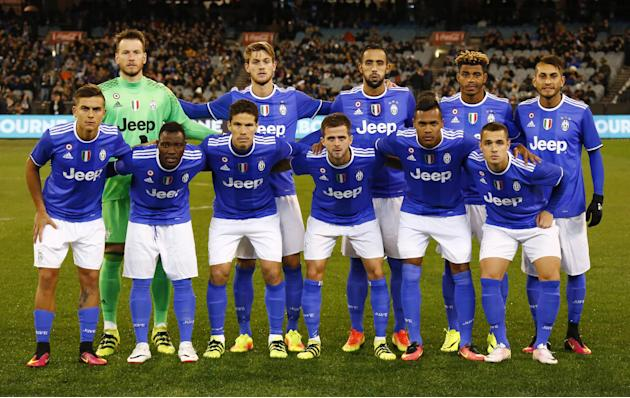 Juventus team group before the match