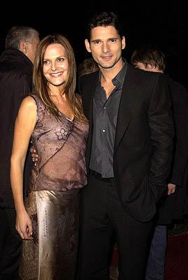 Eric Bana and gal at the Beverly Hills premiere of Columbia's Black Hawk Down