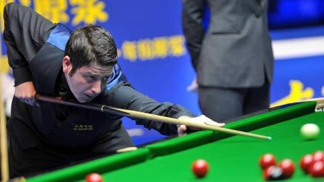 Snooker - Stevens overcomes Robertson and referee howler to reach final