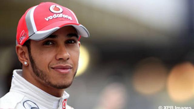 Formula 1 - Mercedes a 'long term risk' for Hamilton