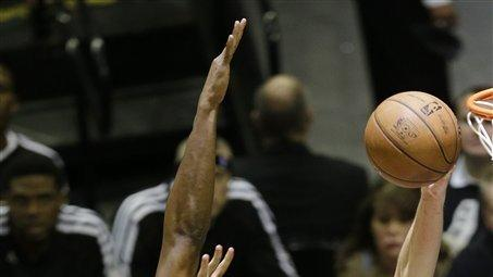 Manu Ginobili sparks Spurs to Game 5 win