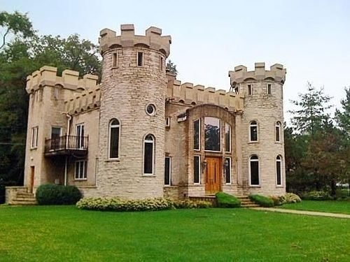 Curbed Chicago Two Very Suburban Castles You Can Buy