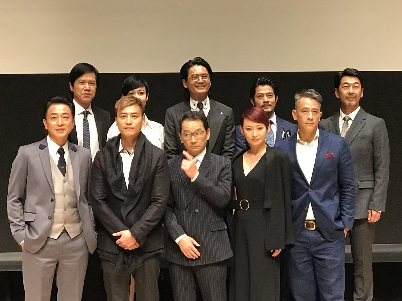 <p>今日記者會幾乎一舉將幕前幕後香港電影工作者齊聚一堂,除了以《竊聽風雲》、《無間道》等系列聞名影壇的導演莊文強之外,周潤發、郭富城更率領一票演員登場。 </p>