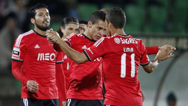 Football - Benfica, Sporting overtake disheartened Porto