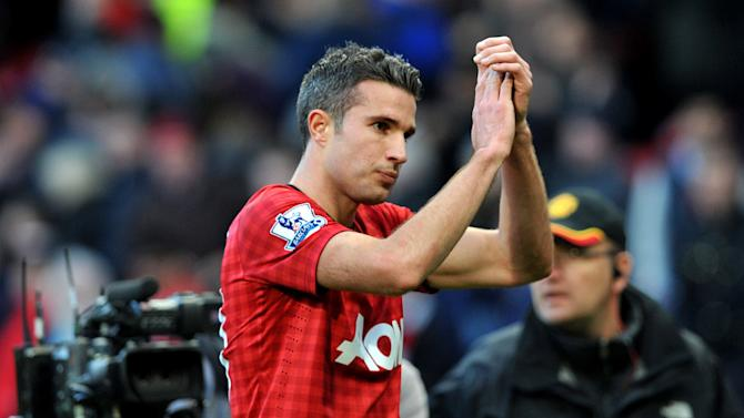 Manchester United's Robin van Persie applauds the fans after the final whistle