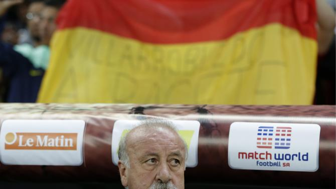Spain's head coach Vicente Del Bosque looks on during a friendly soccer match between the national soccer teams of Spain and Chile at the Stade de Geneve stadium, in Geneva, Switzerland, Tuesday, September 10, 2013