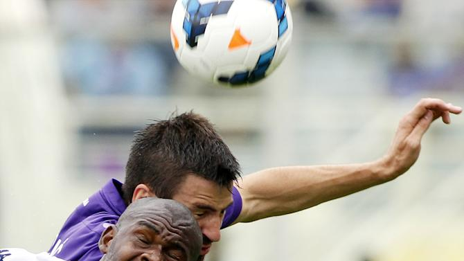 Fiorentina's Nenad Tomovic, top, of Serbia, is challenged by Cagliari's Vctor Ibarbo, of Colombia, during a Serie A soccer match at the Artemio Franchi stadium in Florence, Italy, Sunday, Sept. 15, 2013