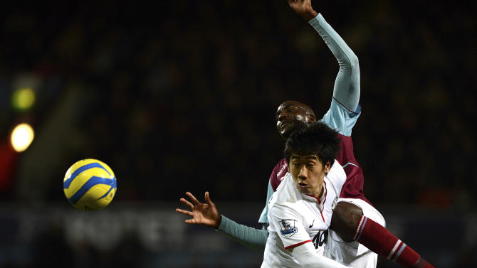 West Ham United's Alou Diarra challenges Manchester United's Shinji Kagawa during their FA Cup soccer match in London