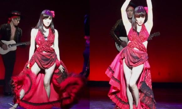 Tiffany's sexy stage costume becomes a hot issue