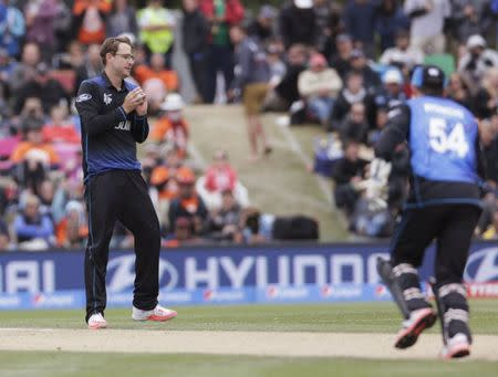 New Zealand bowler Vettori reacts after dismissing Sri Lankan batsman Dilshan during their Cricket World Cup match in Christchurch