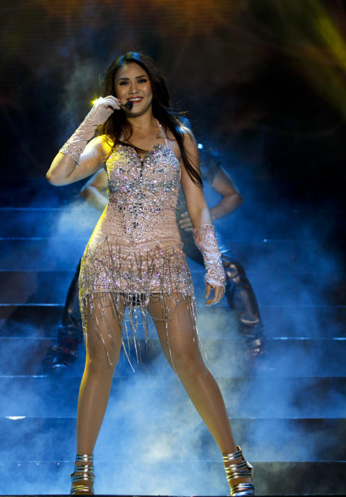 "Sarah Geronimo during her ""24/SG"" concert at the Smart Araneta Coliseum on Saturday, July 21. (Photo courtesy of VIVA Concerts)"