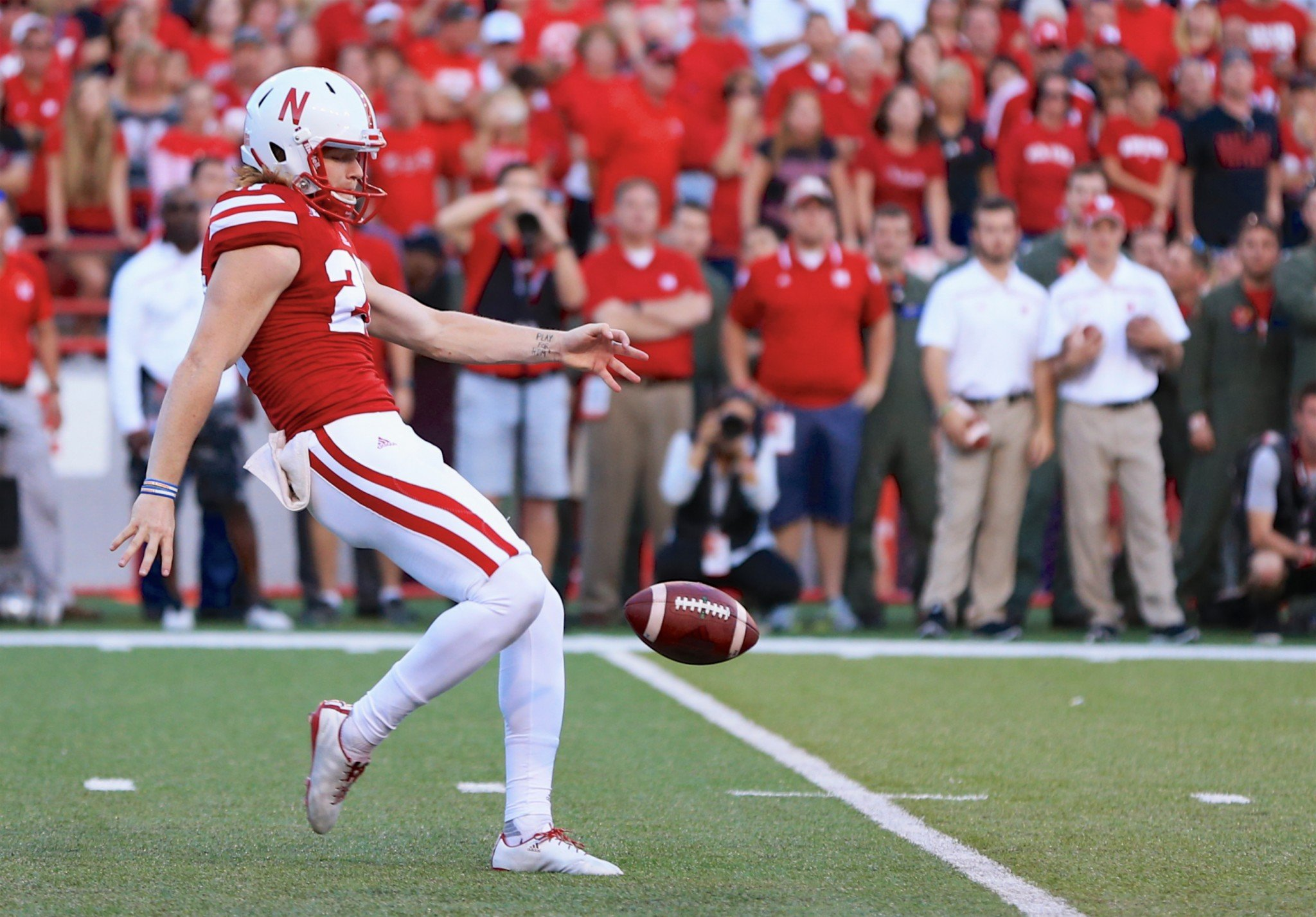 Sam Foltz (27) led the Big Ten with an average of 44.2 yards per punt in 2015. He died in July. (AP Photo/Nati Harnik)
