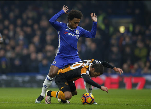 Hull City's Evandro Goebel in action with Chelsea's Willian