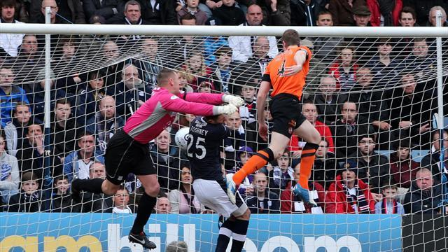 Football - United win Dundee derby