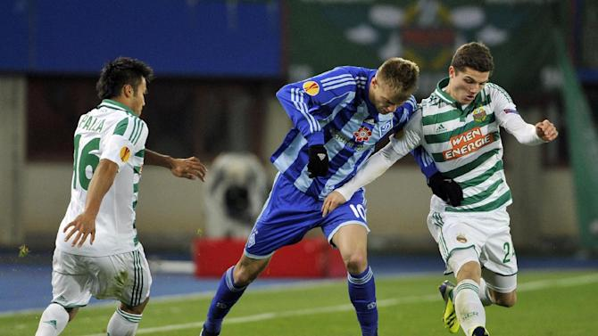 Rapid's Stephan Palla, left, and Marcel Sabitzer, right, and Kiev's Andriy Yarmolenko, center, challenge for the ball, during their Europa League second round group G soccer match between SK Rapid Wien and FC Dynamo Kiev, in Vienna, Austria, Thursday, Oct. 3, 2013