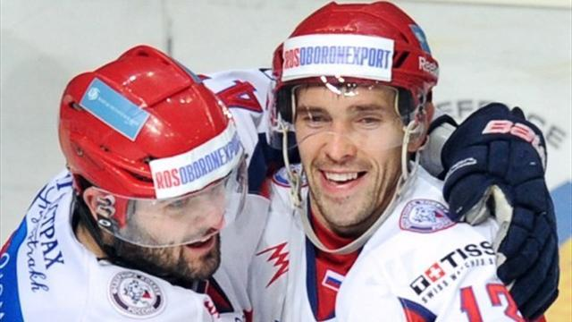 Ice Hockey - Detroit center Datsyuk agrees three-year contract extension