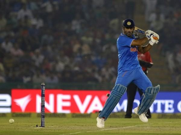 Ravi Shastri explains how MS Dhoni coming in to bat at number 4 is best for him and India cricket